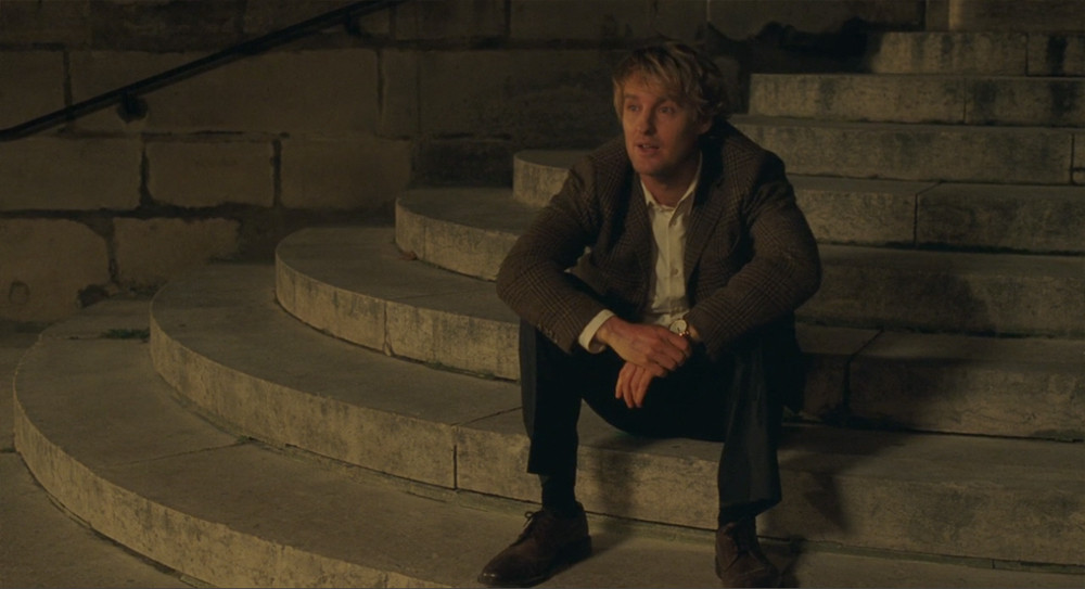 Owen Wilson sitting on the steps