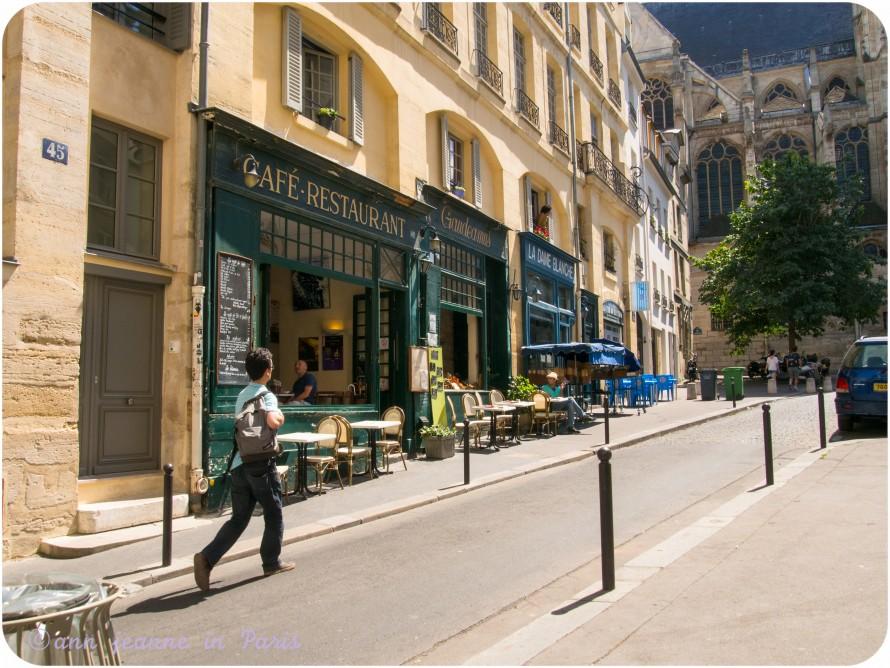 Montagne Sainte Geneviève street