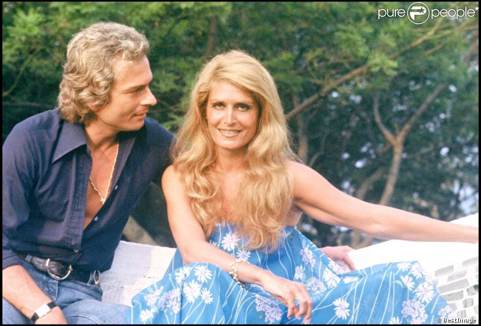 Dalida avec son compagnon Richard Anfray (dit le comte de Saint-Germain) à Saint-Tropez en 1978.