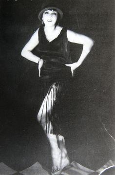 Kiki de Montparnasse. Photo by Man Ray, 1924.