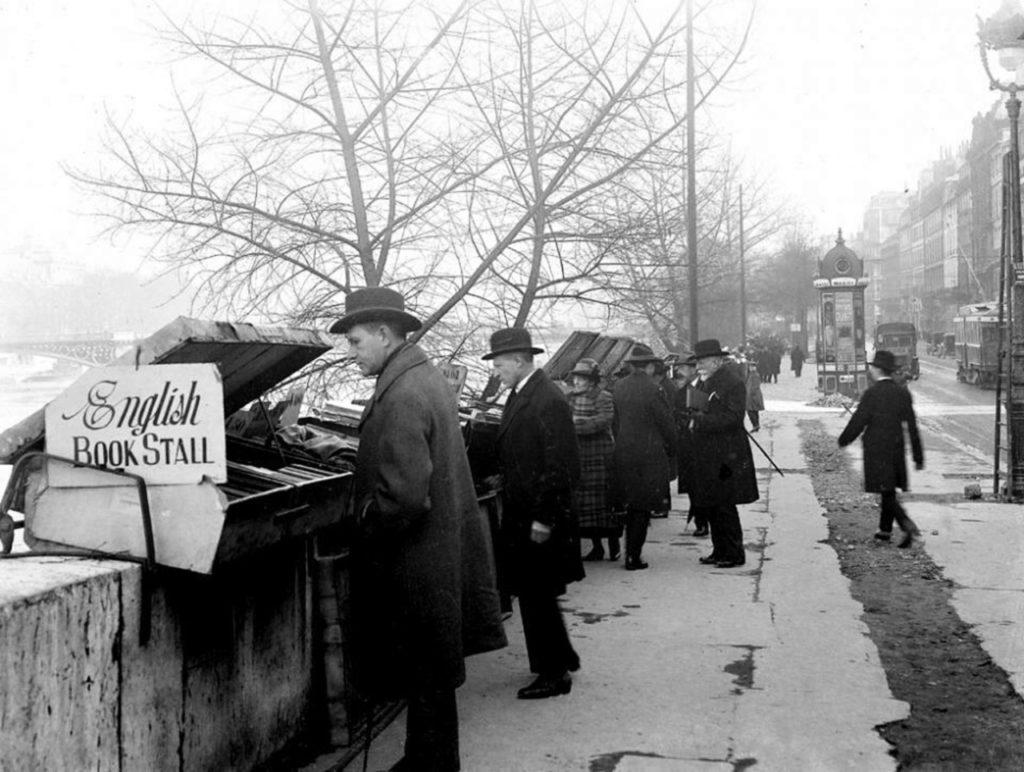 Left Bank - Bouquinistes - 1920
