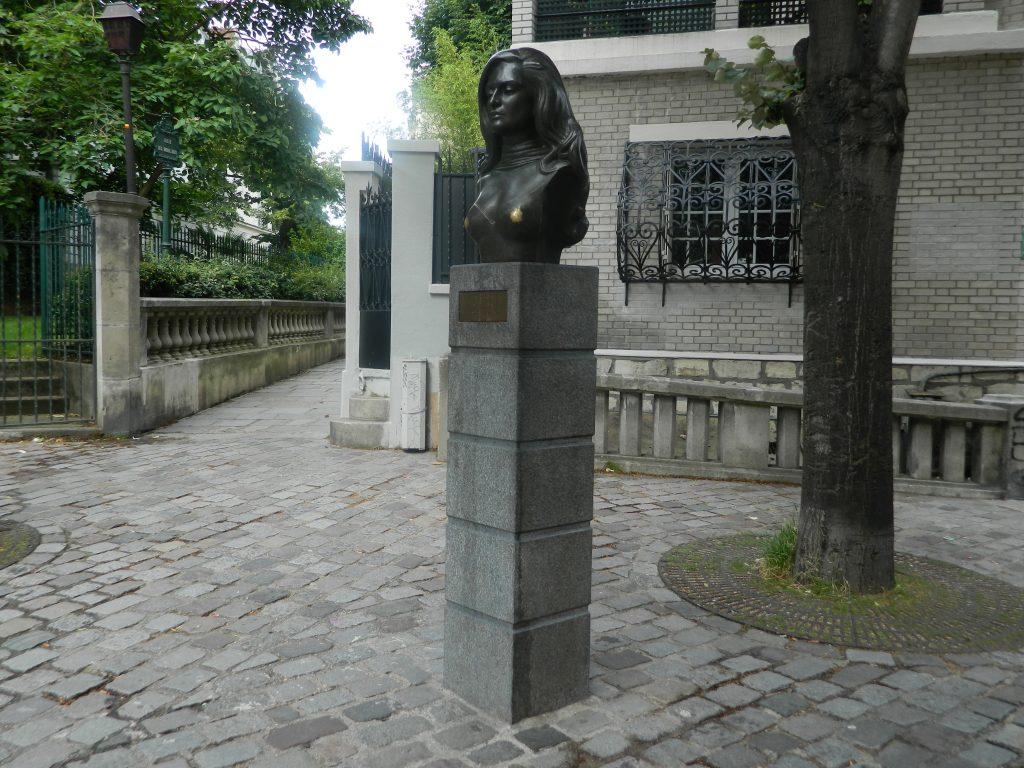 Place Dalida avec statue