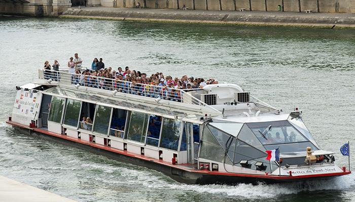 vedettes-du-pont-neuf-photo-bateau