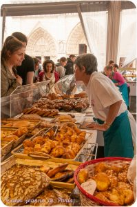 On the right : Chouquettes (sugar puffs)