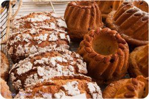 On the right : Kouglof (Alsatian pastry)