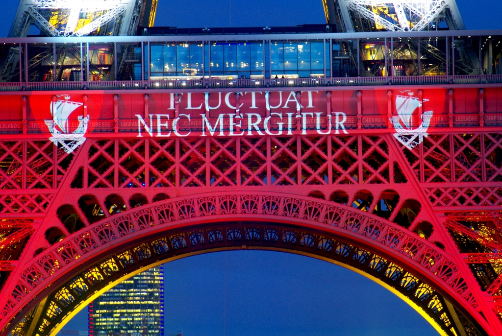 Eiffel-Tower-Blue-White-Red-07-©-French-Moments